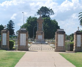 Warwick War Memorial and Gates - Attractions Brisbane