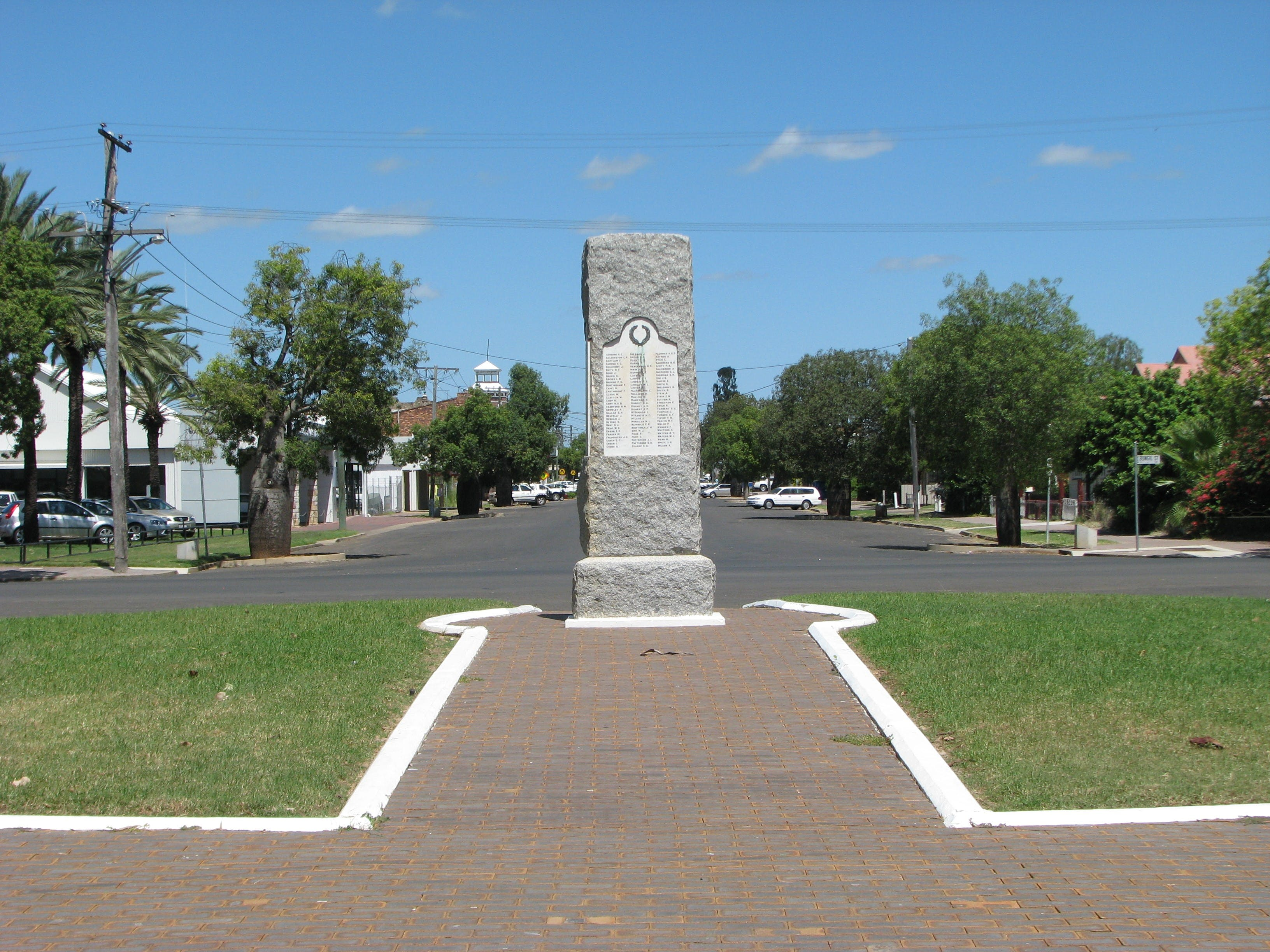 War Memorial and Heroes Avenue Roma - Attractions Brisbane