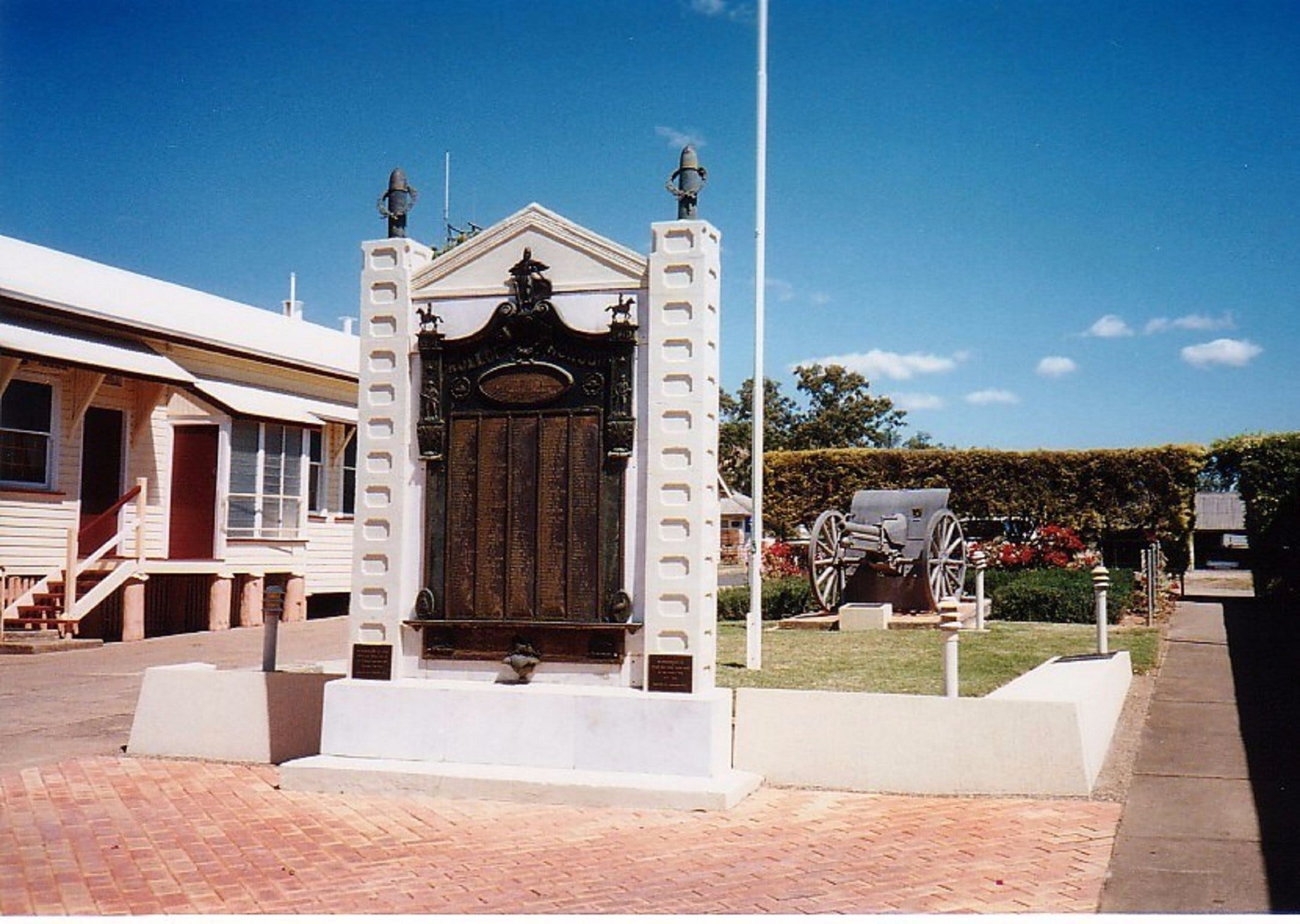 Gayndah War Memorial - Attractions Brisbane